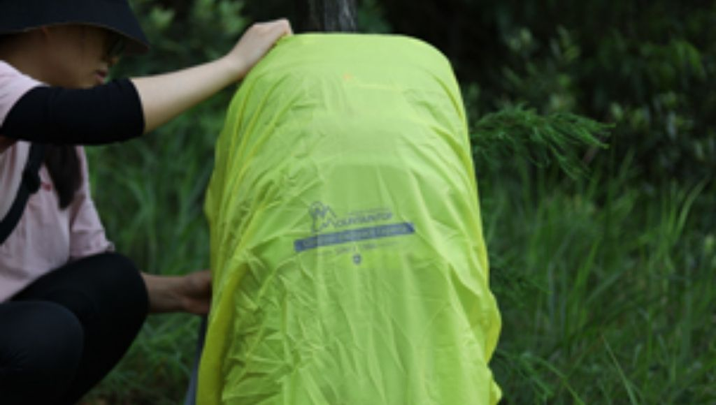 The rain cover, which is located in a separate compartment, is so large that it fits easily over the packed backpack.