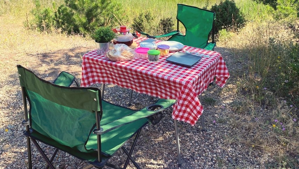 Collapsible chairs table and table cloth camping in nature