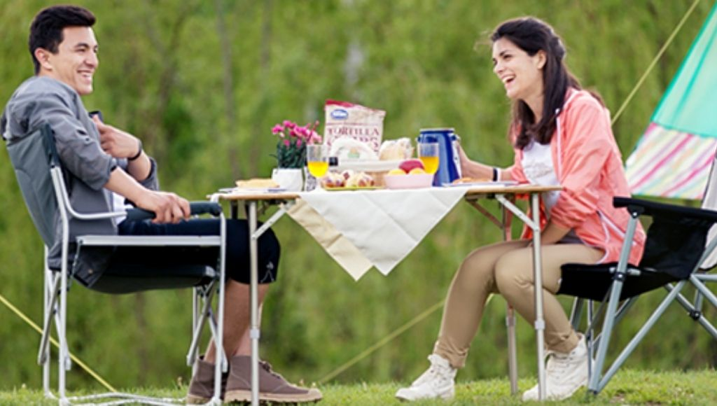 Husband and wife sit kingcamp chair and enjoy their camping