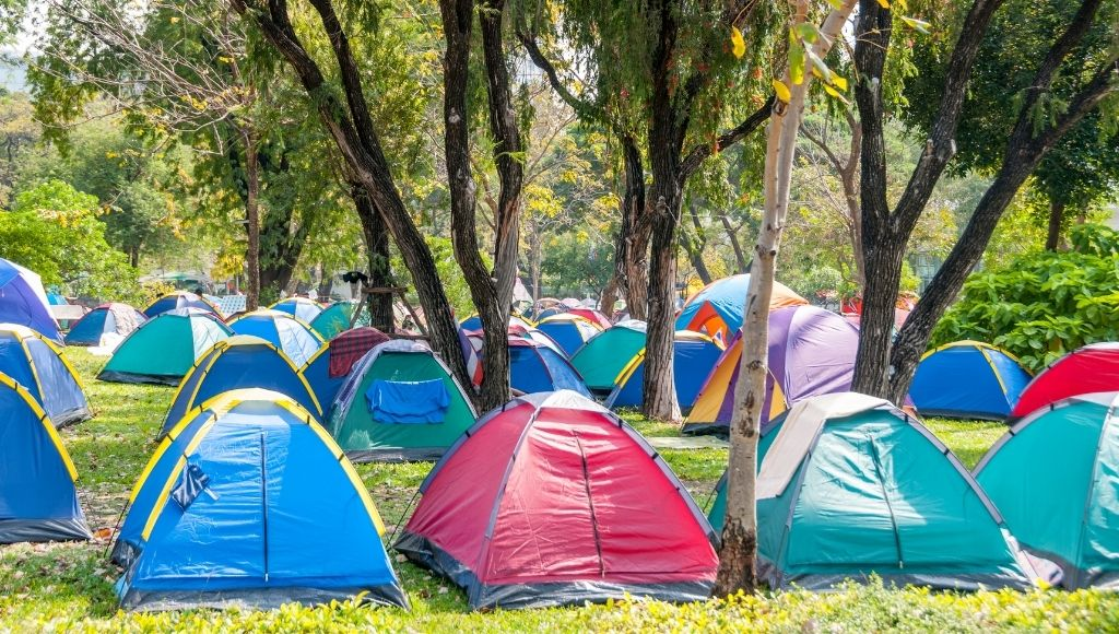 Many campers have made their camp on the campsite