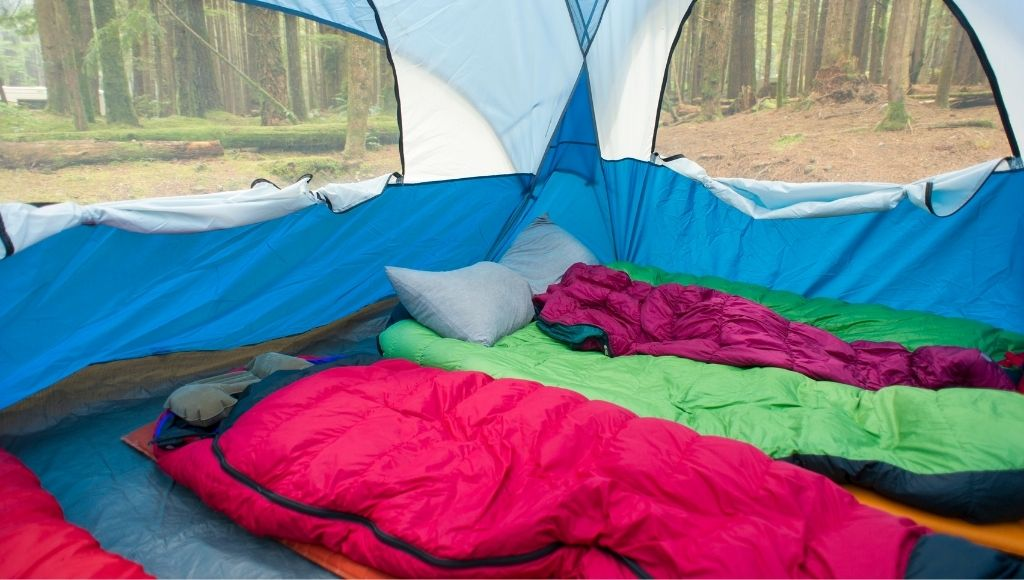 Two high-quality sleeping bag into the camp tent
